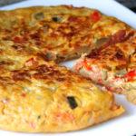 Receta saludable de otoño, tortilla de calabaza, pimiento y berenjena