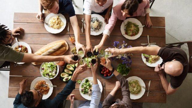 Consejos contra los excesos en las comidas